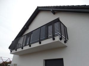 balkon balustrada nowoczesna kowalstwo metaloplastyka design